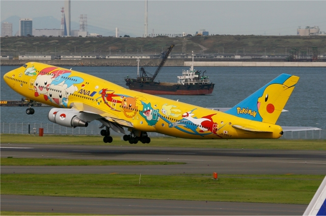 All_Nippon_Airways_Boeing_747-400_yellow_pokemon
