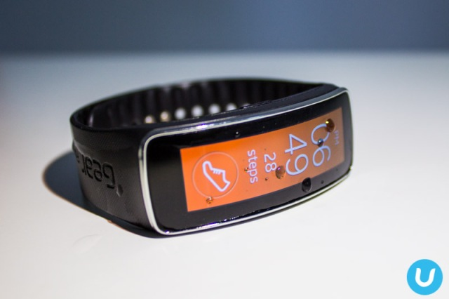 Samsung Gear Fit unboxing - Vernon Chan